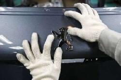 Les ventes de Peugeot plongent au 1er semestre, un soutien de l'Etat en débat