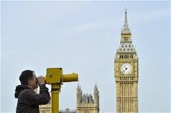 Les Britanniques appelés aux urnes pour confirmer les choix de May