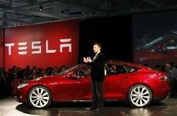 Tesla atteint de nouveaux sommets en bourse, accélère ses livraisons
