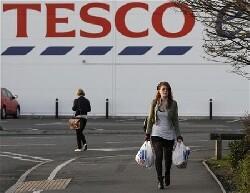 Tesco va fermer 43 supermarchés et baisser ses prix
