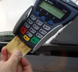 Commerces : Bercy veut généraliser l'usage de la carte bancaire
